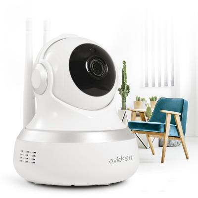 Caméra motorisée 360 degré près d'un fauteuil dans un appartement