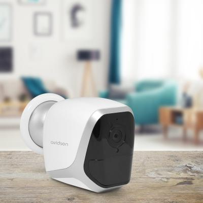 La caméra autonome à pile posée sur une table