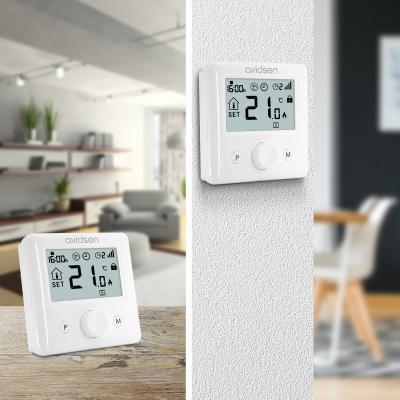 Thermostat wifi fixé sur un mur