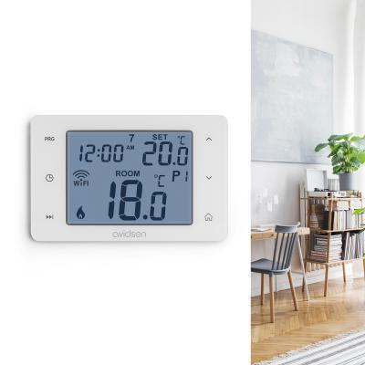 Thermostat connecté pour chaudière fixé sur un mur