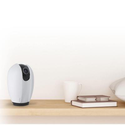 Avidsen Home la caméra IP motorisée posée sur une étagère