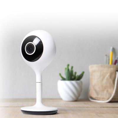 Caméra fixe IP connectée Avidsen Home posée sur une table