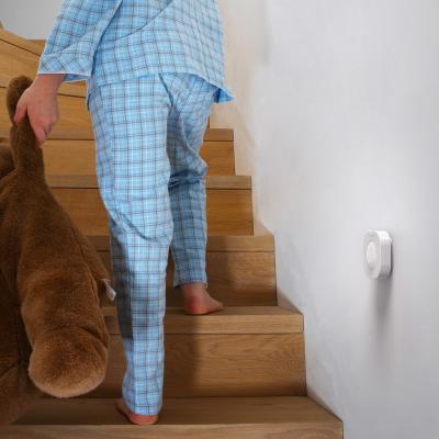 Détecteur de mouvement installé dans un escalier